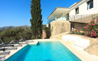 Modern villa for sale with rental license near Pollensa, Mallorca