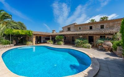 Outstanding country property with rental license for sale near Pollensa, Mallorca