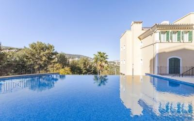 Ground floor apartment with community pool for sale in Bendinat, Mallorca