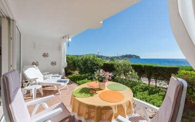 Frontline apartment for sale in Santa Ponsa, Mallorca