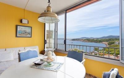 Wonderful apartment with sea views for sale in Puerto Portals, Mallorca