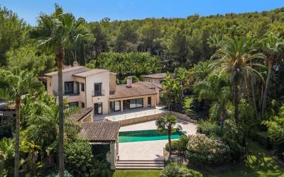 Charming villa with beautiful garden for sale in Santa Ponsa, Mallorca
