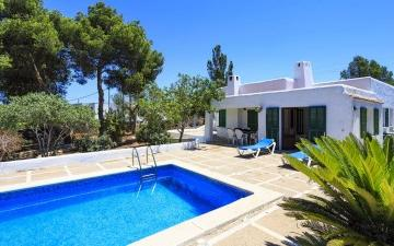Villa with private garden and pool for sale in Cala Blava, Mallorca