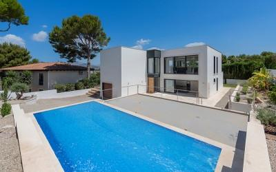 Contemporary luxury villa for sale with beautiful panoramic views in Santa Ponsa, Mallorca