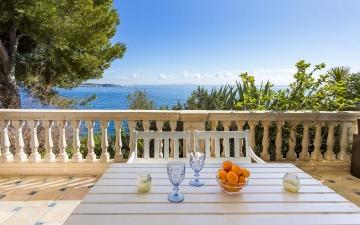 Fabulous seafront apartment for sale in Illetas, Mallorca