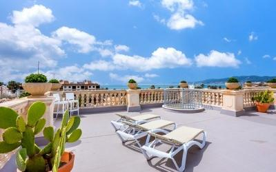 Modern penthouse with magnificent sea views in Portixol, Palma