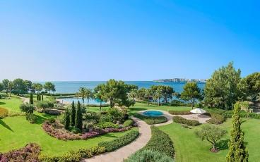 Luxurious apartment for sale in the exclusive Mardavall complex - Puerto Portals, Mallorca