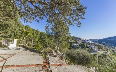 Fantastic plot with panoramic views for sale in Galilea, Mallorca