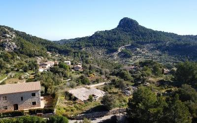 Plot with permit for sale in Puigpunyent, Mallorca