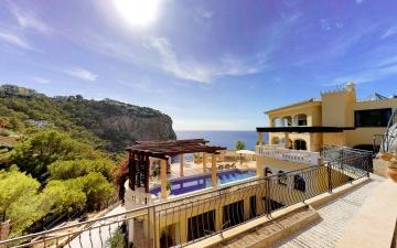 Palatial villa for sale in Puerto Andratx, Mallorca
