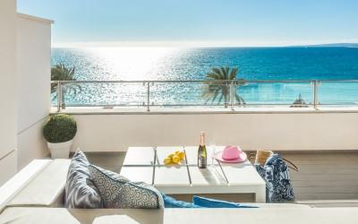 Spectacular apartment on beachfront for sale in Portixol, Mallorca