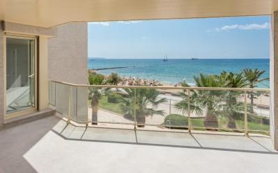 Spacious apartment with terrace to the sea front for sale in Portixol, Mallorca