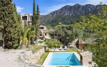 Rustic finca with picturesque garden for sale in Andratx, Mallorca