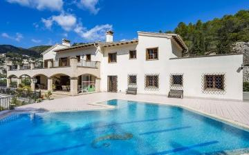 Charming, spacious property for sale in Genova, Mallorca