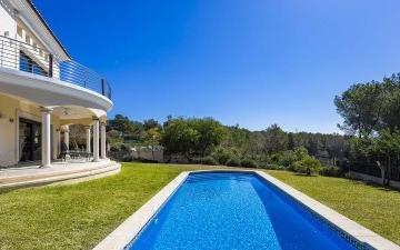 Sea view villa with rental licence for sale in Cala Vinyas, Mallorca