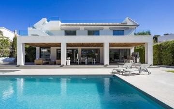 Modern villa with pool for sale in Santa Ponsa, Mallorca