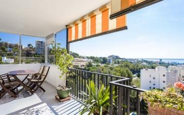 Penthouse with community pool and sea view for sale near Palma, Mallorca