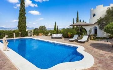 Villa in the countryside for sale with spectacular views over the sea in Marratxi, Mallorca