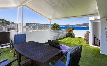 Fantastic frontline apartment for sale with sea views in Santa Ponsa, Mallorca