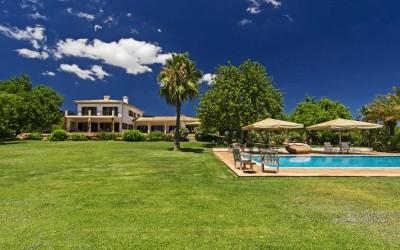 Villa with breathtaking views for sale in Llucmajor, Mallorca