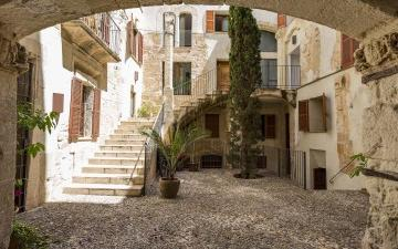 Elegant apartment for sale in an old Mallorcan palace in Palma, Mallorca