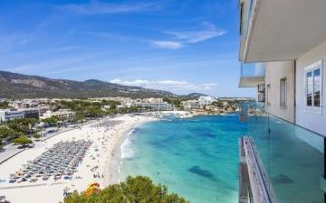 Apartment for sale in front of the beach and with sea views for sale in Palmanova, Mallorca