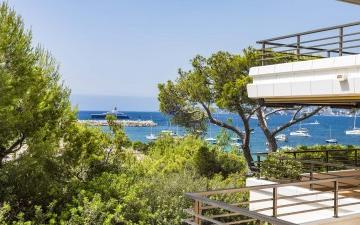 Tastefully renovated sea view apartment in a privileged location in Puerto Portals, Mallorca