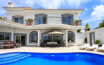 Delightful sea view villa for sale in Santa Ponsa, Mallorca