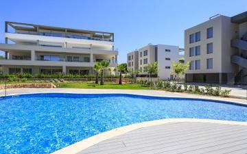 Luxury apartment with private garden for sale in Santa Ponsa, Mallorca