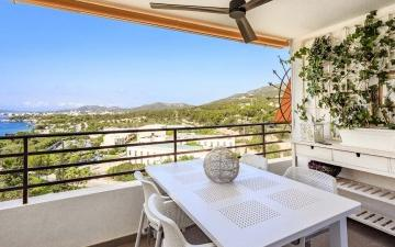 Fully renovated apartment with sea views for sale in Portals, Mallorca