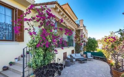 Townhouse for sale in a residential community neear golf club in Camp de Mar, Mallorca