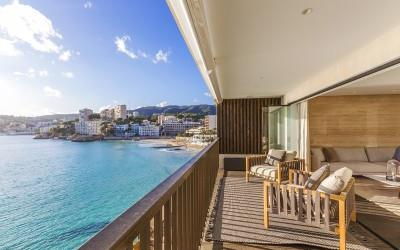 Immaculate front-line apartment for sale in Palma, Mallorca