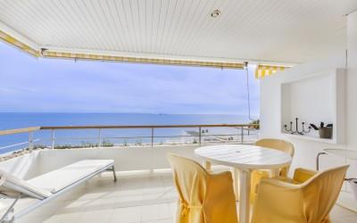 Frontline two bedroom apartment for sale in Illetes, Mallorca