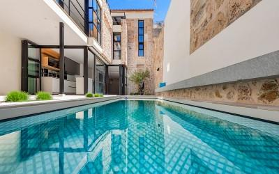 Exceptional town house with private pool for sale in Pollensa, Mallorca