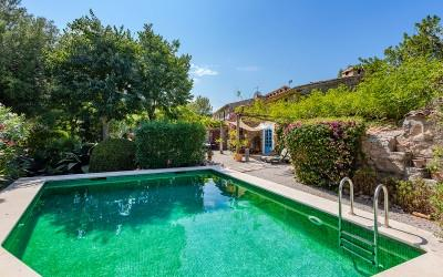 Semi-detached villa with private pool for sale in Pollensa, Mallorca