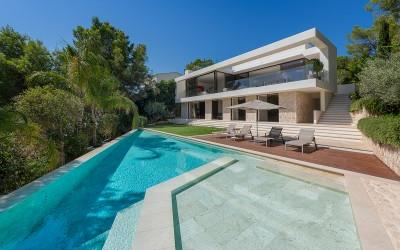Incredible waterfront villa for sale in Santa Ponsa Marina, Mallorca