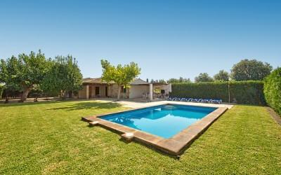 Rustic villa with holiday rental license for sale in Pollensa, Mallorca