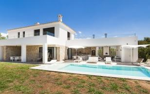 Stylish family villa with private pool, for sale in Santa Ponsa, Mallorca