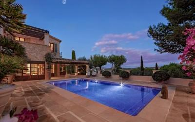 First class villa with pool and sea view for sale in Camp de Mar, Mallorca