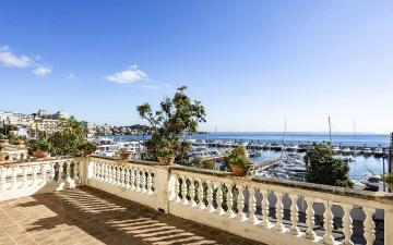 Frontline house with fabulous sea views for sale in Palma, Mallorca