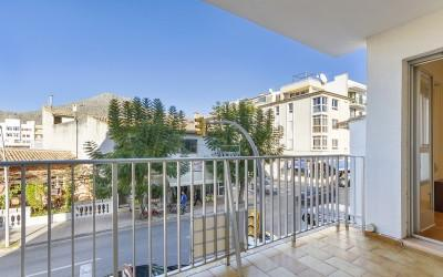 First floor apartment with lift for sale in central Puerto Pollensa, Mallorca