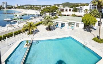 Penthouse in sea front for sale in Palmanova, Mallorca