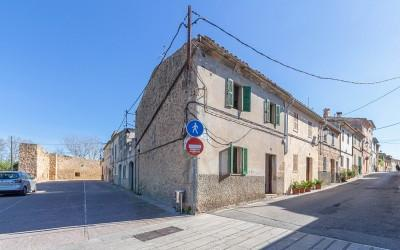 Village house in need of full renovation, for sale in Alcudia, Mallorca