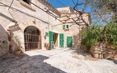 Picturesque village house for sale in the centre of Búger, Mallorca