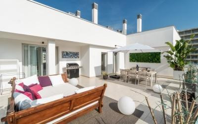 Modern penthouse with partial sea views for sale in Palmanova, Mallorca