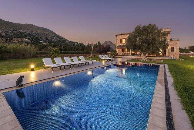 Bonita finca rustica con privado jard n y piscina en for Piscina y jardin mallorca