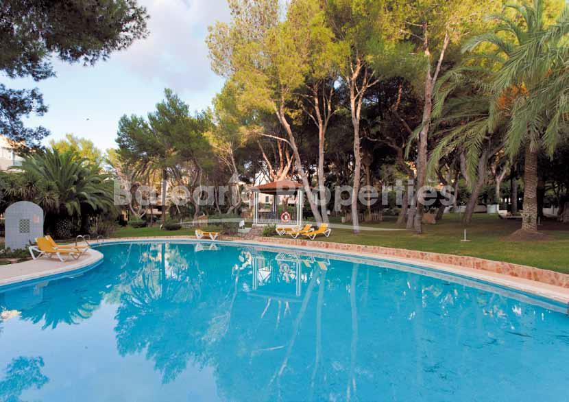 Tico con 2 terrazas y piscina comunitaria en santa ponsa for Aticos con piscina
