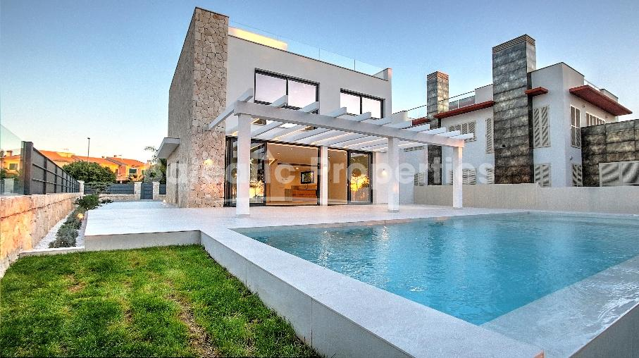 Modern frontline villa with infinity pool for sale in Llucmajor, Mallorca