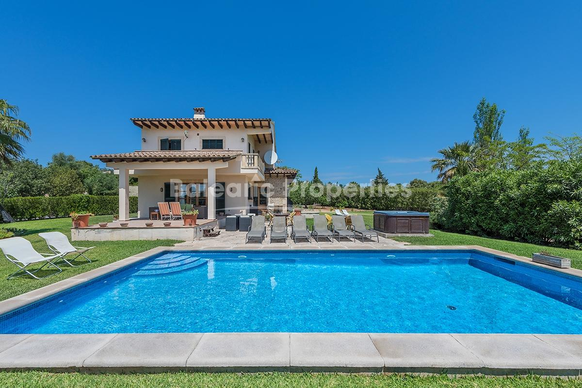 Villa with ETV rental license, pool and jacuzzi for sale in Alcudia, Mallorca