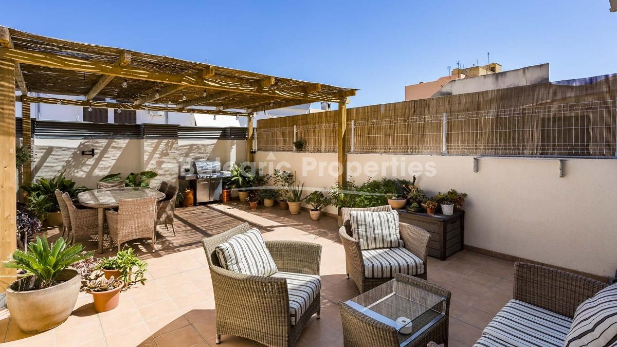 House for sale with a large patio 10 minutes away from Santa Catalina